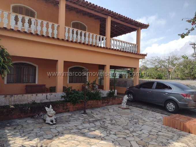 Casa na avenida principal de Monte Alto